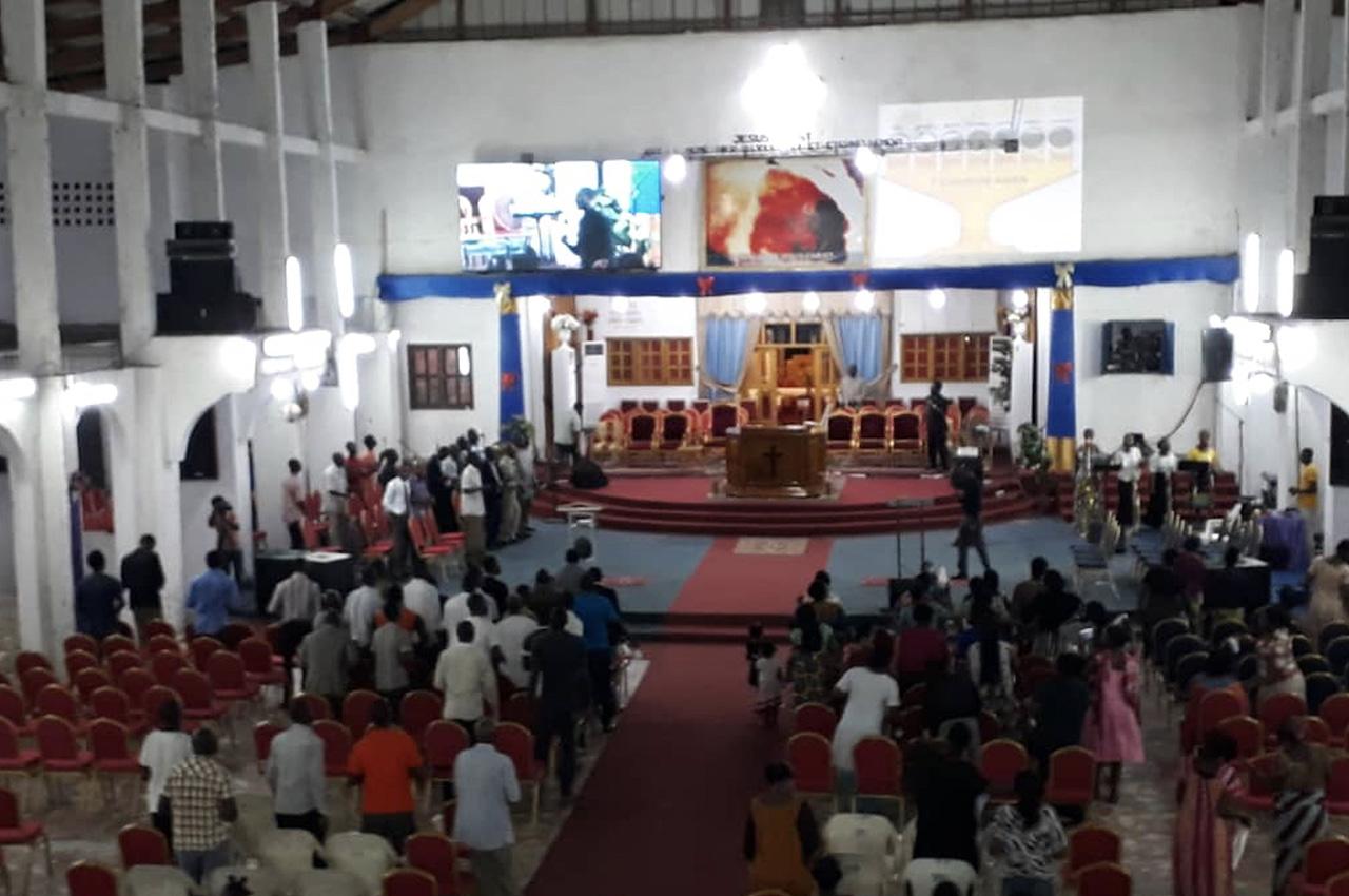 Yopougon Locodjro, . Pantalla Indoor 4x2 P5
