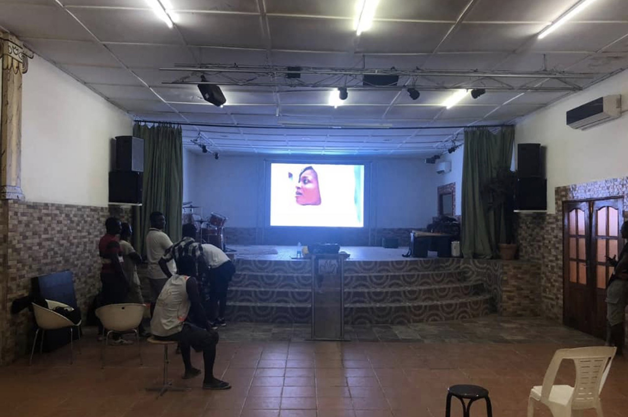 Yopougon Carrefour, . Pantalla Indoor 4x2 P5