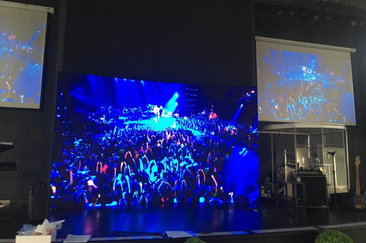 Hermosa pantalla LED curva de 5x3 metros en la Ciudad de Baní.