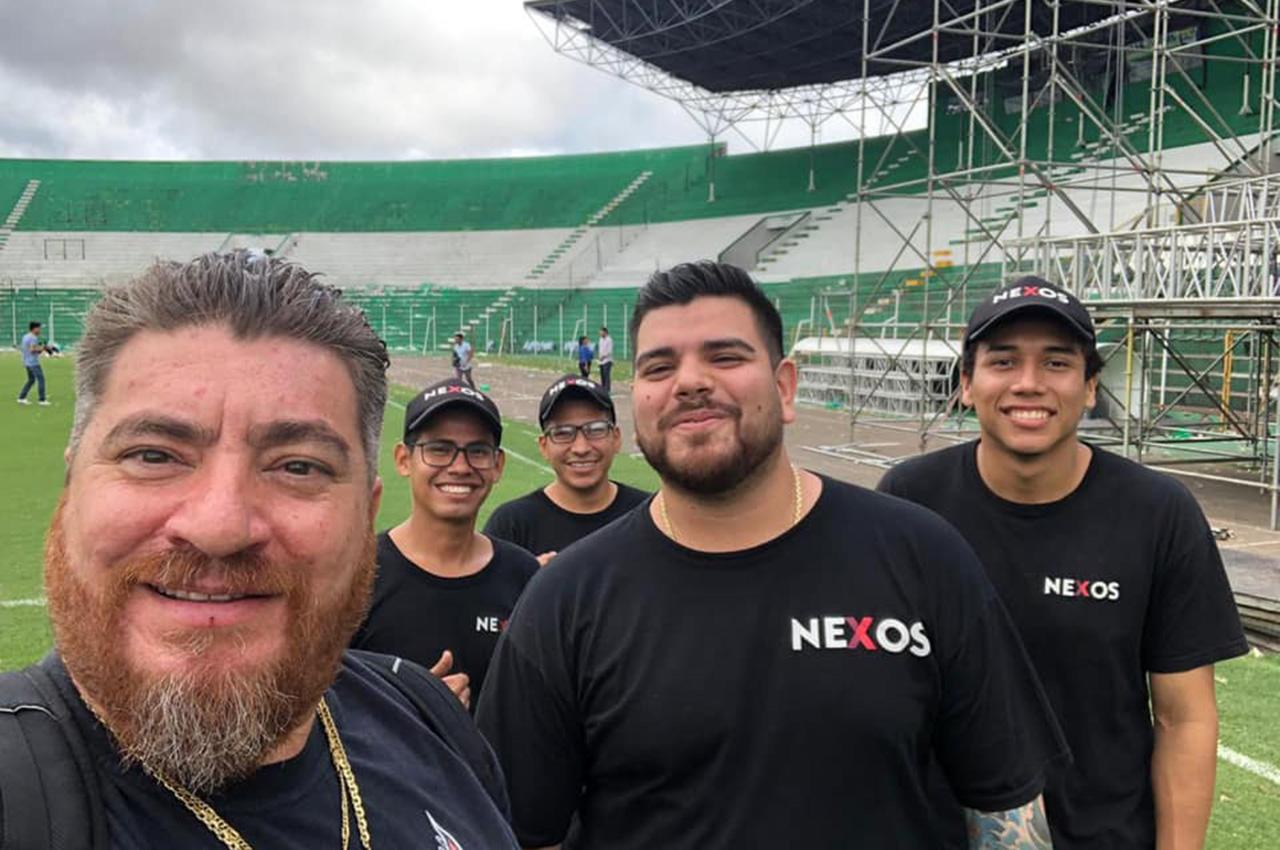 Nexos colaboró con una pantalla de LED 8x4 en evento en Santa Cruz de la Sierra.