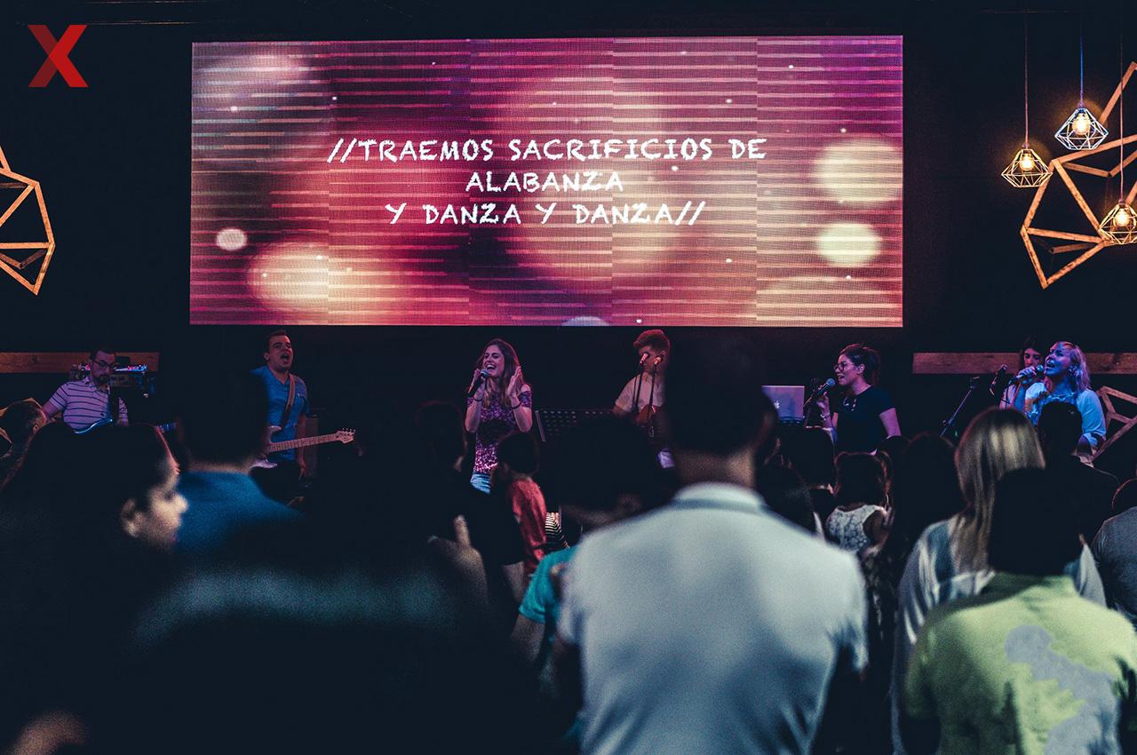 Nexos llega a Uruguay para equipar iglesias con Pantallas LED.