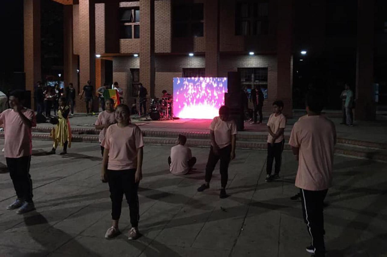 Nexos colaboró con una pantalla LED en el evento Altar de Adoración.